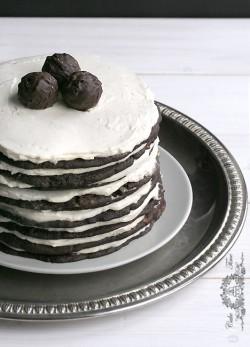 Czekoladowy tort ciasteczkowy z kremem Baileys
