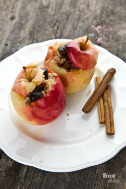 Jabłka pieczone faszerowane ryżem, bakaliami i cynamonem