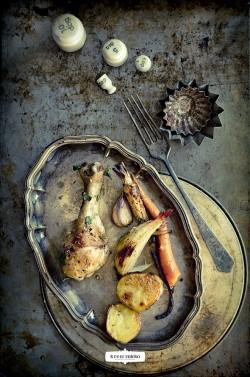 pieczone udka kurczakowe z warzywami korzeniowymi