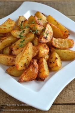 Pieczone ziemniaki z piekarnika ze świeżym tymiankiem