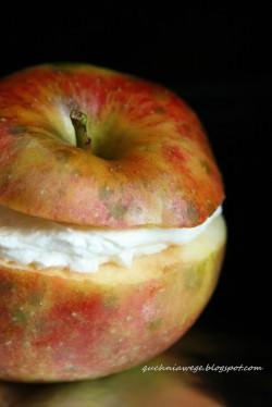 Zapiekane jabłka z twarożkiem