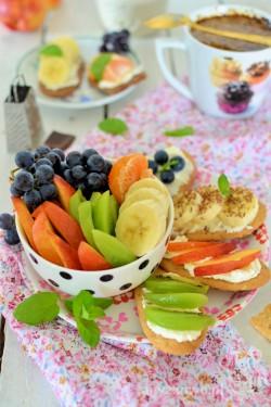 Ciasteczkowe kanapki z owocami