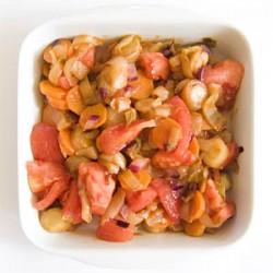 Cykoria z marchewką i pomidorami