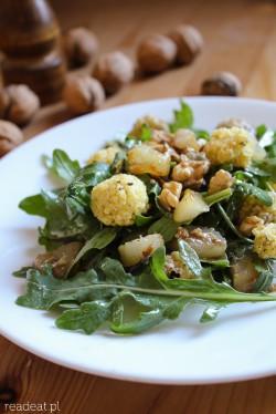 salatka z pieczona gruszka rukola orzechami wloskimi kuleczki jaglana ala ricotta vegan gluten-free