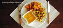 Złocisty kurczak z pieczonymi ziemniaczkami i musem ananasowym / Golden chicken with baked potatoes and pineapple mousse