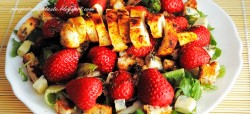 Sałatka z kurczakiem i truskawkami / Salad with chicken and strawberries