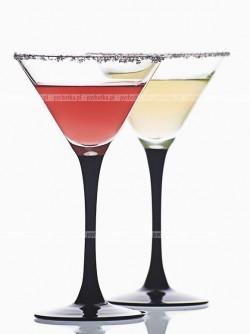 Drink z szampana, likieru morelowego i soku pomarańczowego