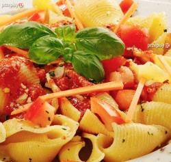 Makaron w sosie pomidorowym