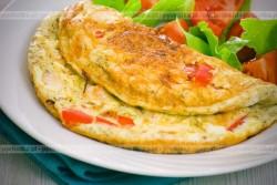 Omlet z czerwoną papryką