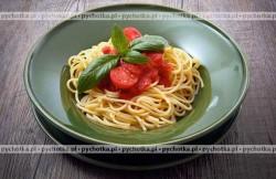 Spaghetti z papryką i pomidorami