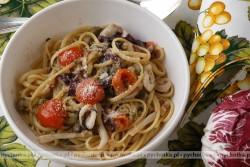 Spaghetti z pomidorami i tuńczykiem