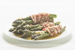 Szparagi w plasterkach szynki