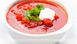 Zupa pomidorowa z zielonym groszkiem konserwowym