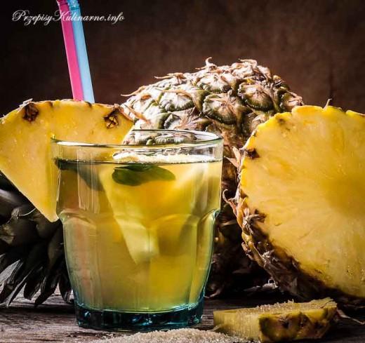 Ananasowy napój