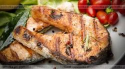 Grillowane, marynowane steki z łososia