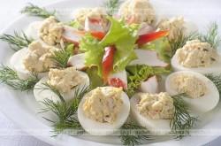 Jajka faszerowane warzywami