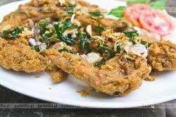 Panierowane w sezamie skrzydełka kurczaka z grilla