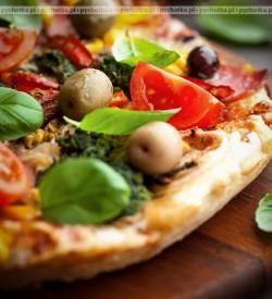 Pizza z fenkułem, pomidorami i szynką