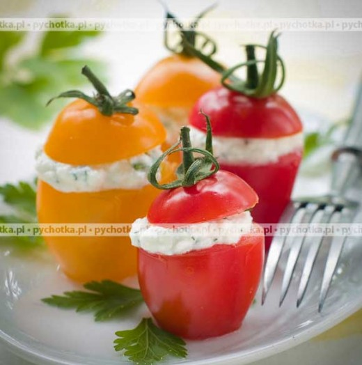 Pomidory z nadziewane kozim serkiem i oliwkami