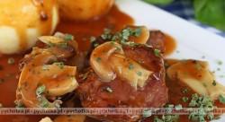 Pulpety w sosie z szynką i pieczarkami