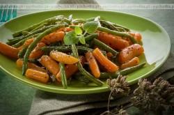 Sałatka z fasolki szparagowej i marchwi