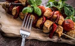 Szaszłyki z piersi kurczaka z pomidorami i papryką