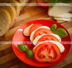 Talerz z mozzarellą i pomidorami