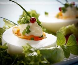 Tradycyjne jajka w sosie chrzanowym