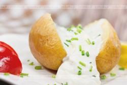 Młode ziemniaki w sosie mlecznym