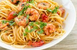Spaghetti z papryką i krewetkami