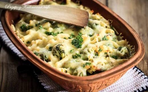 Zapiekanka z brokułów i makaronu