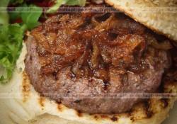 Grillowanie burgery z mięsa indyka