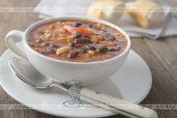 Zupa fasolowa z daktylami