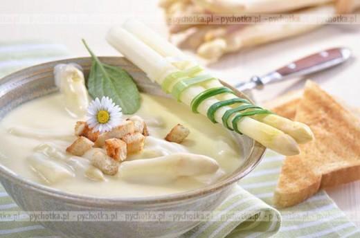 Zupa krem ze szparagów z winem