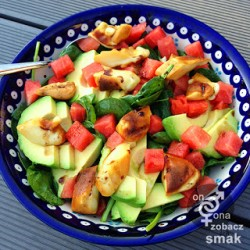 arbuzowa sałatka z awokado i grillowanym oscypkiem – zobacz ich smak