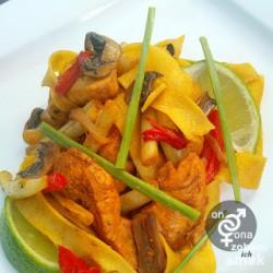 stir fry z fasolką szparagową i kurczakiem – zobacz ich smak