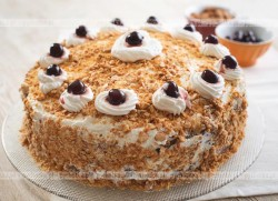 Tort z orzechami na biszkopcie