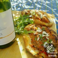 tureckie chlebki pide z indykiem, paprykową pastą i serem typu greckiego – zobacz ich smak