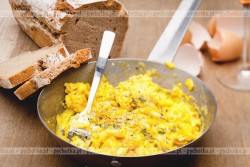Ostra jajecznica z cebulką