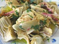 Sałatka z karczochów z sosem czosnkowym