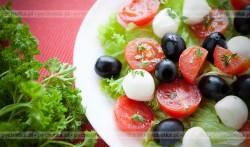 Sałatka z oliwkami z pomidorem