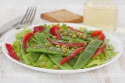 Sałatka z zielonego groszku i papryki