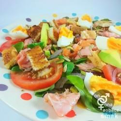 warzywna sałatka z wędzonym łososiem – zobacz ich smak
