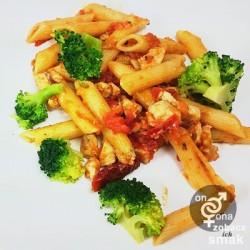 drobiowe rigatoni z brokułem i suszonymi pomidorami – zobacz ich smak