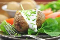 Ziemniaki z sosem serowym