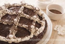 Tort z niespodzianką