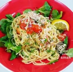 delikatne spaghetti z wędzonym łososiem i szczypiorkiem – zobacz ich smak