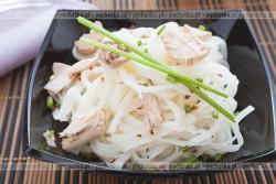 Makaron ryżowy z mięsem raków