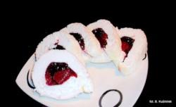 Ciasteczkowy potwór: Rolada bezowa z galaretką truskawkową