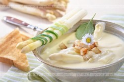 Szparagi w sosie z sera camembert